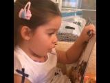 Маруся  читает сказку про белоснежку